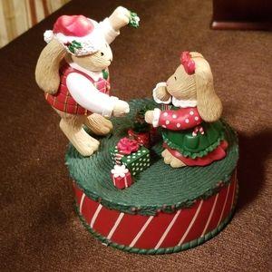 I saw daddy kissing santa claus music box